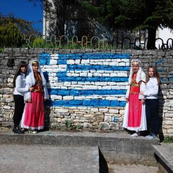 Σ' όλη τη Βόρεια Ήπειρο γιορτάστηκε μεγαλοπρεπώς η Εθνική μας Εορτή