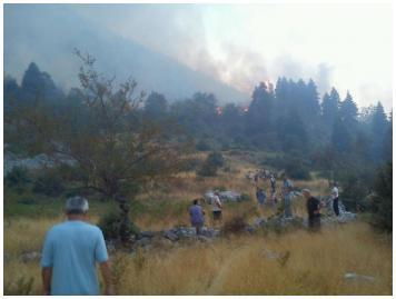 Καίγονται τα χωριά της Άνω Δερόπολης! Κοσσοβίτσα