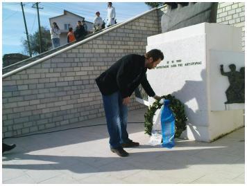 Κατάθεση στεφάνου απ΄τον πρόεδρο της Νε.Β: Αλύκο 12 Δεκεμβρίου 2010