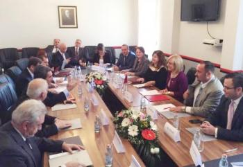 Στην Αλβανία ο Λοβέρδος για  αναθεώρηση των σχολικών βιβλίων