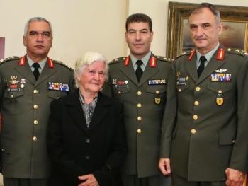 Το Υπουργείο Εθνικής Άμυνας τίμησε την Βορειοηπειρώτισσα Ερμιόνη Μπρίγκου